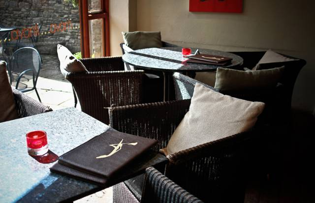 Avanti Bar & Restaurant